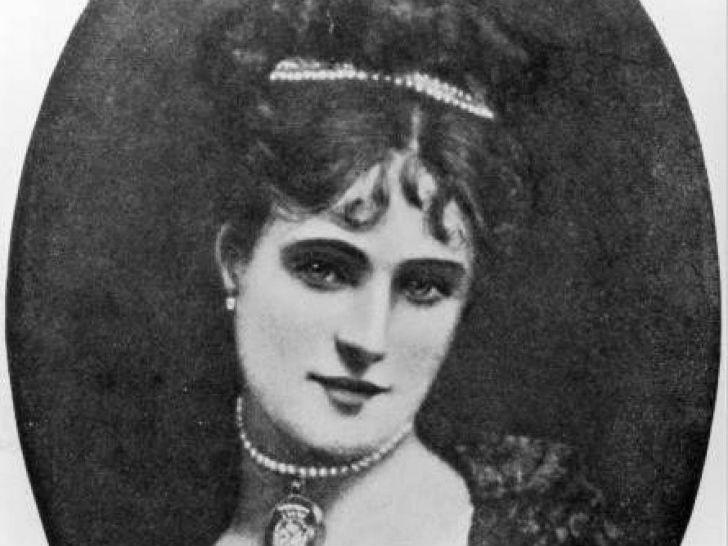 В XIX веке весь Лондон был у ног красавицы, куртизанки и иконы стиля Кэтрин Уотерс. Она была популяр