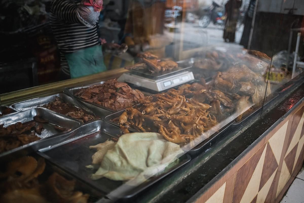 41. И, конечно же, обычные для китайской кухни всевозможные виды мяса, грибов и овощей, порезанных т