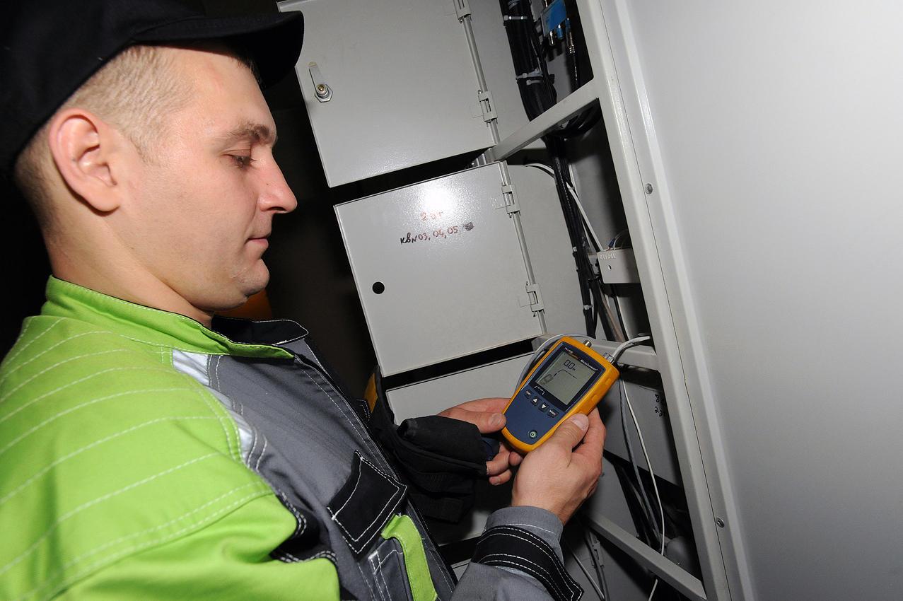 26. Результат работы проверяется специальным прибором, который измеряет уровень сигнала.