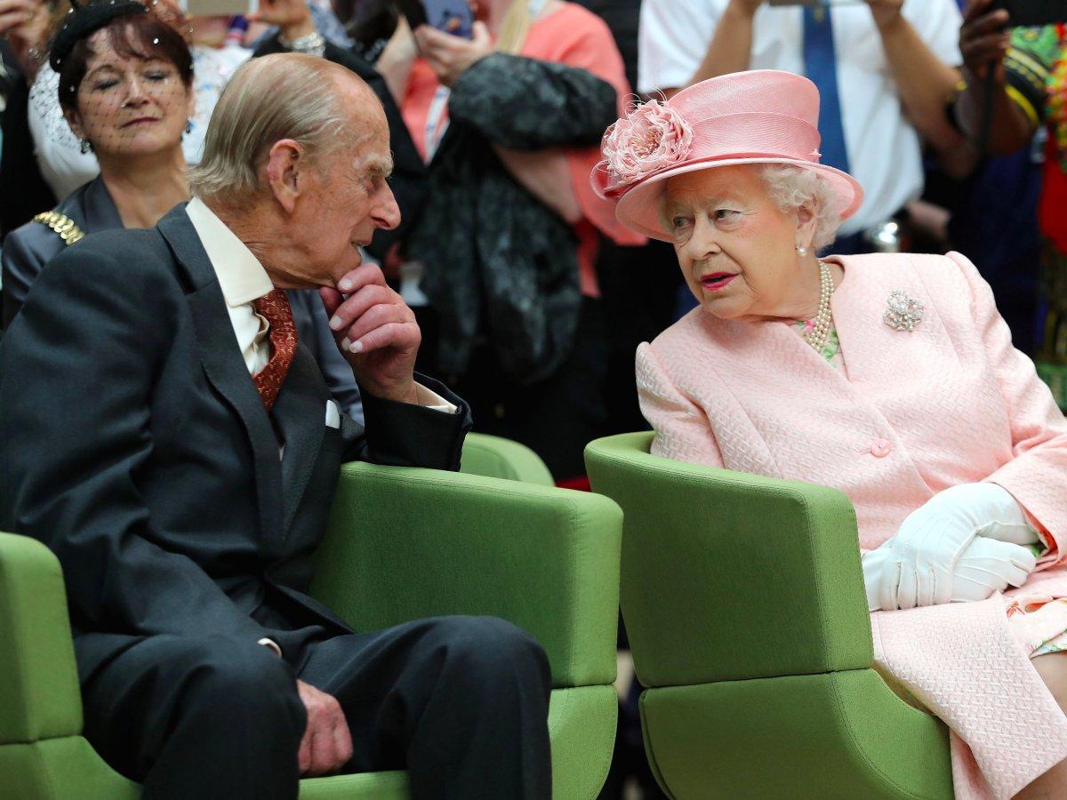 За прошедший год принц Филипп побывал на ста официальных мероприятиях, что намного больше, чем посет