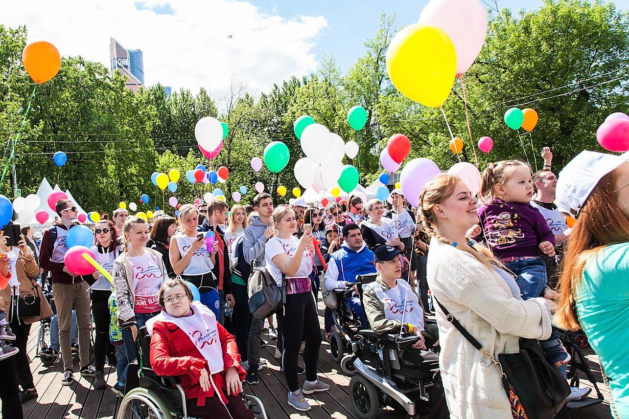 """Флэшмоб с шариками на марафоне """"Спорт неограниченных возможностей"""""""