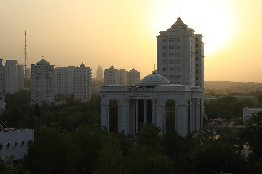 30. Вот такой он, современный Ашхабад. Напоминаем, что Fotojoin.ru есть в Twitter , Facebook , Вконт