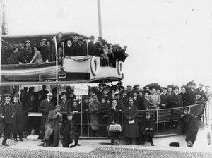Группа членов Общества телесного воспитания Богатырь, участников экскурсии на Иматру на борту парохода.  Сентябрь 1909