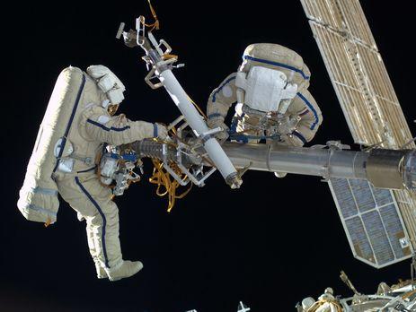 Единственный выход космонавтов вкосмос могут перенести из-за потери скафандра