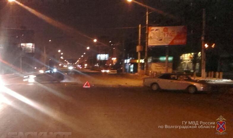 Втройном ДТП насевере Волгограда пострадала 18-летняя девушка