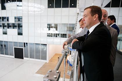 Смартфон Медведева едва неразобрали на детали в«Сколково»