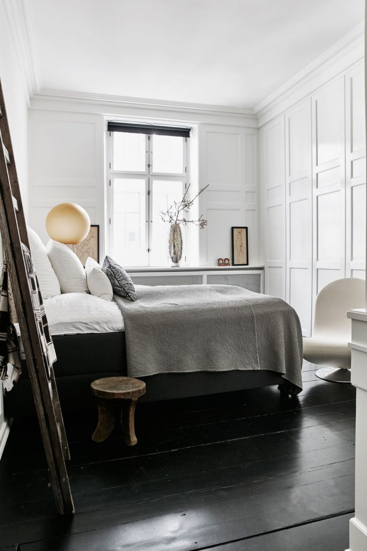 Stylish nordic apartment of fashion designer hanne bloch for Apartment fashion