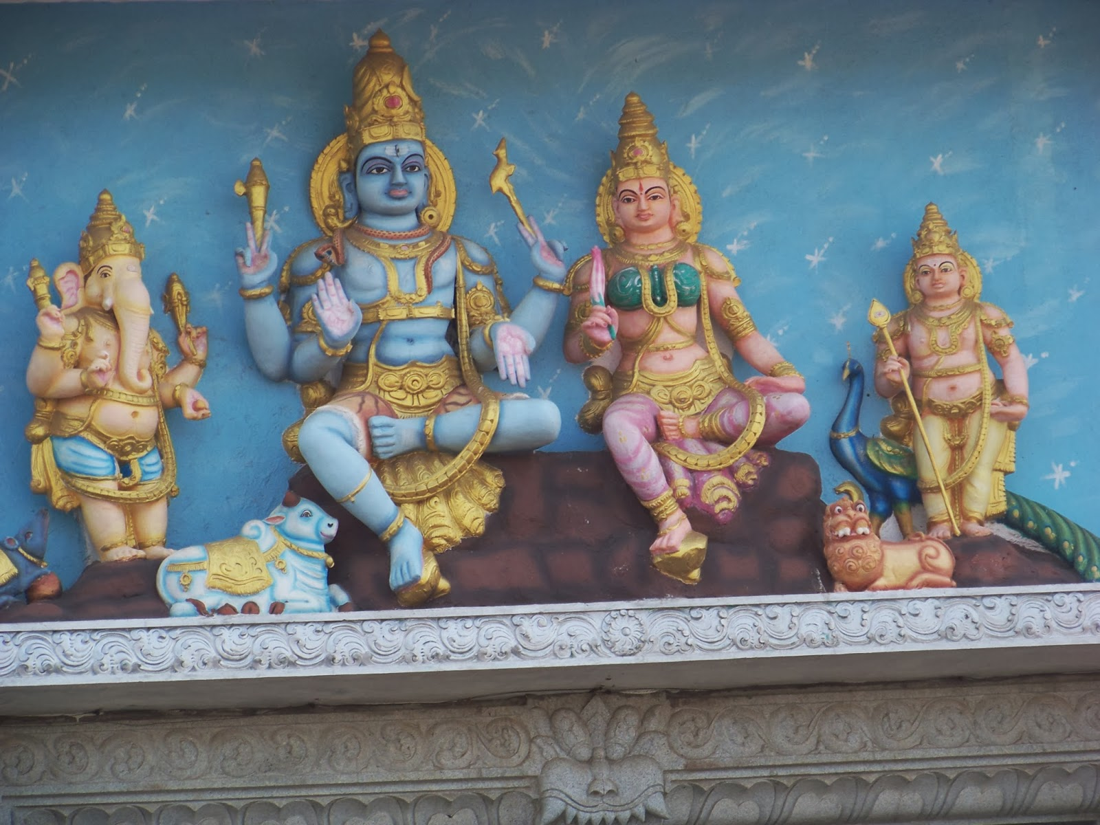 1 Murudeshwara_Temple_Entrance_2 shiva family.JPG