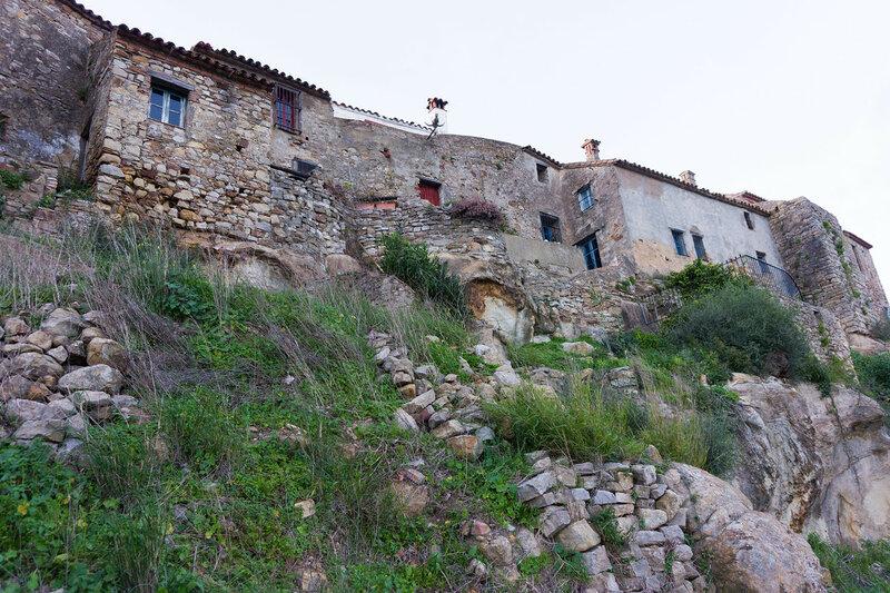 домики на стене в Кастильо де Кастельяр (Castillo de Castellar)