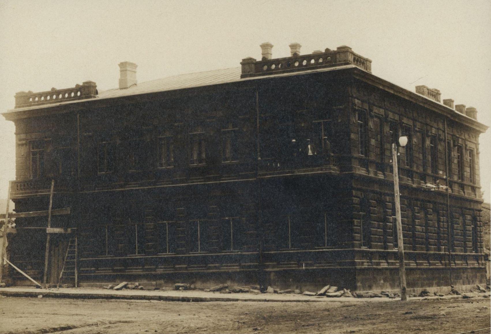 Отделение Центрального Тифлисского Торгового банка на углу Тер-Гукасовской и Базарной улиц