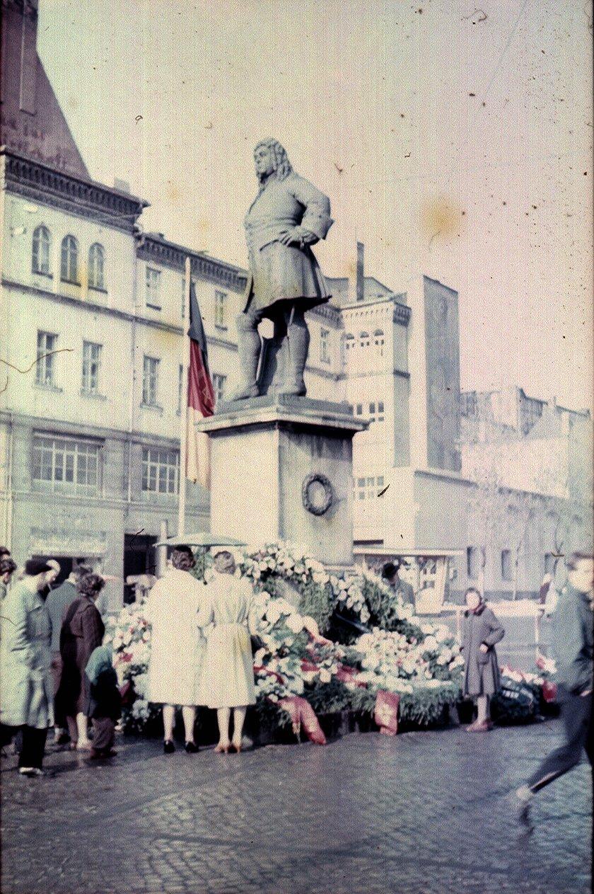 Галле. Памятник Генделю на Маркетплатц