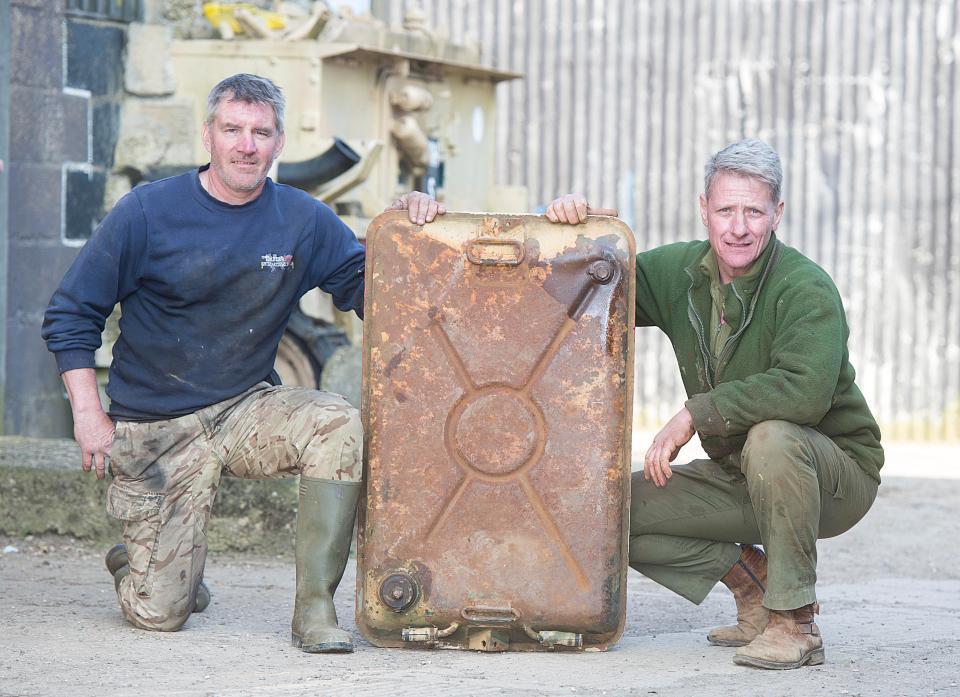 Британец купил танк на eBay и нашел внутри слитки золота