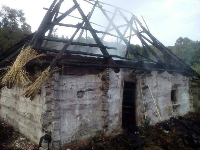 В Национальном музее народной архитектуры и быта в Пирогово сгорел один из домов экспозиции, - ГСЧС. ФОТО