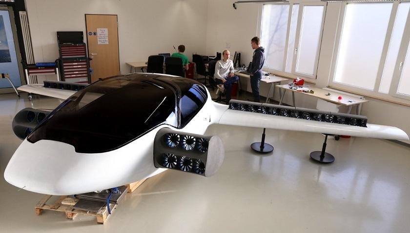 Электрический самолет свертикальным взлетом прошел летные испытания
