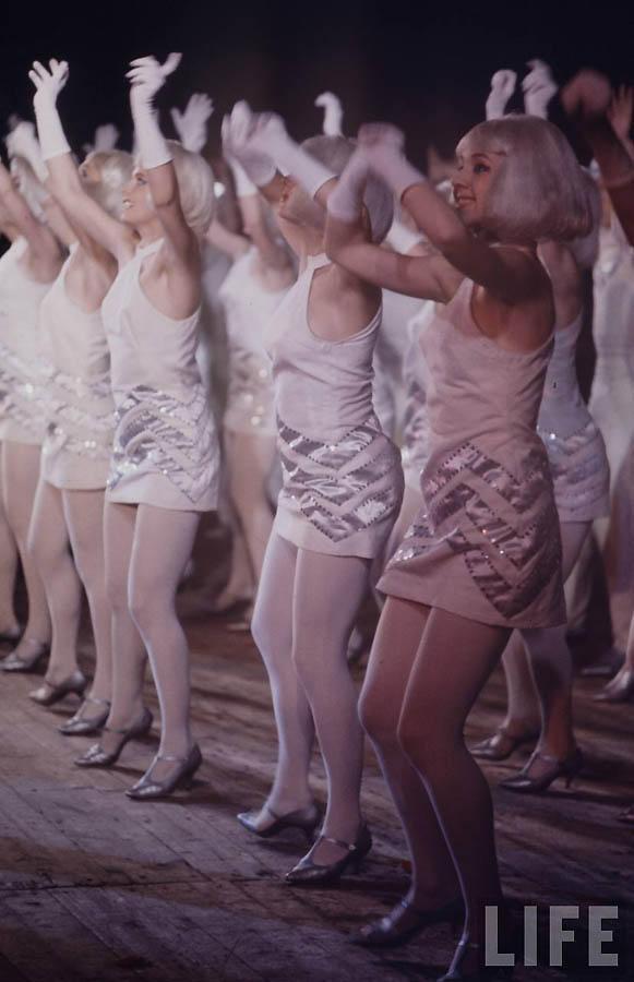 Танцевальный номер.