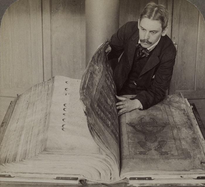 Кодекс Гигас - книга, которую еще называют «Библия Дьявола».  В Шведской королевской библио