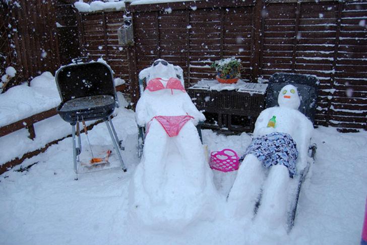 Снеговики тоже хотят загорать.