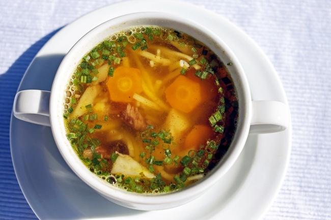 © Couleur / pixabay  Просто классика жанра! Тарелка наваристого куриного супа восстановит бала