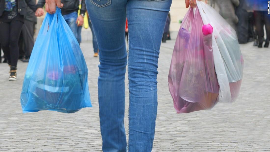 Пластиковые пакеты Пластиковые пакеты — один из самых вредных источников ежедневного загрязнения окр
