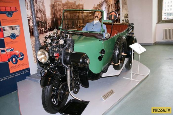 В поисках недорогой конструкции транспортного средства немецкая компания в 1907-м выпустила трехколе