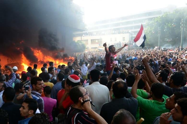 В 2012 году Египет захлестнули протесты. Люди требовали отставки недавно избранного президента Мухам