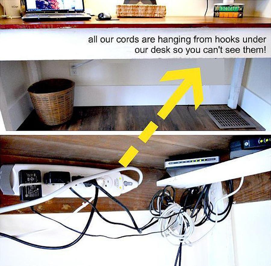 35. Прибейте крючки к внутренней части крышки стола, чтобы подвесить на них провода и, таким образом