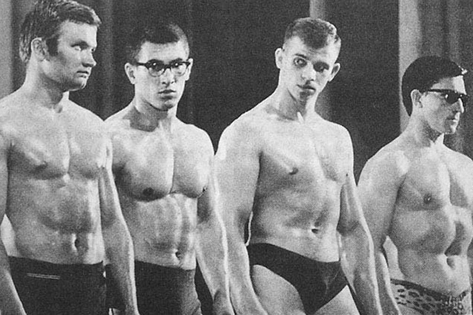 Второй справа — молодой Игорь Петрухин на турнире по культуризму в Вильнюсе в 1966 году. В 1972 году