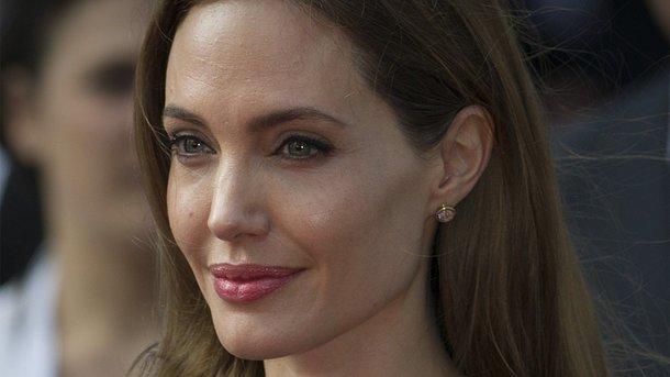 Анджелина Джоли поразила внешним обликом напрогулке сдетьми