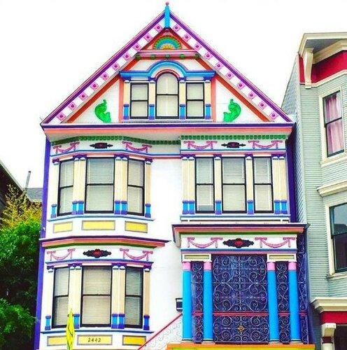 Яркий дом для весеннего настроения