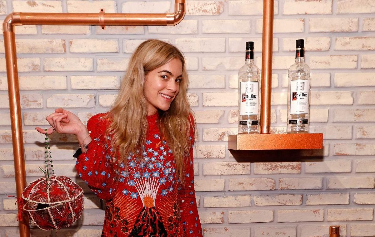 Карнавальный напиток для настоящих Золушек: Американская реклама водки Ketel One