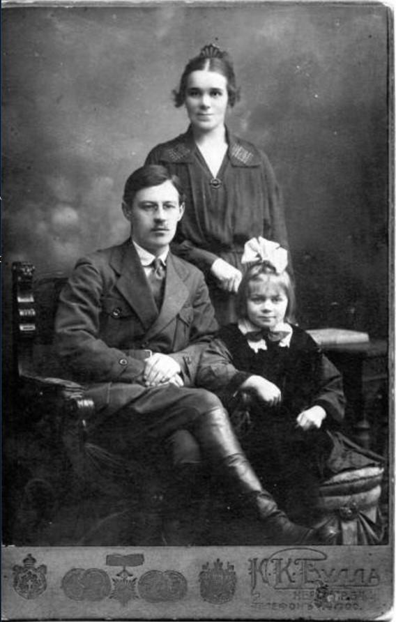 1923. Семейный портрет