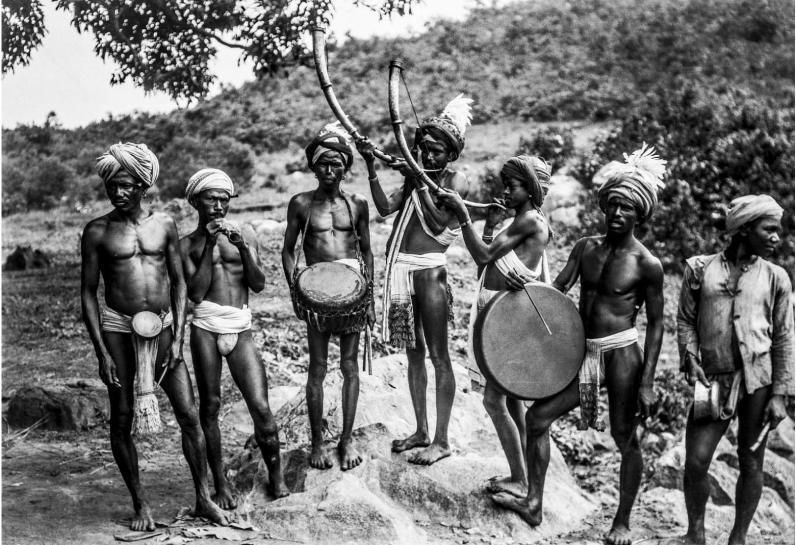 668. Орисса. Групповой портрет музыкантов с барабанами и трубами