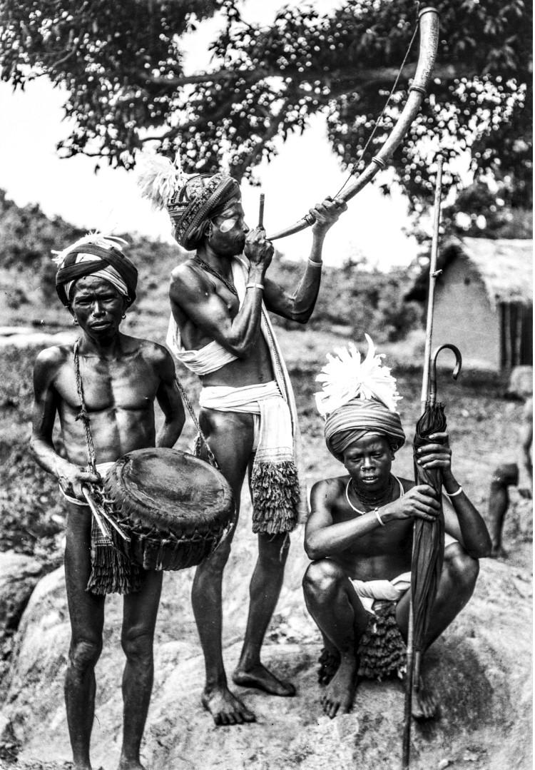 669. Орисса. Групповой портрет музыкантов с барабаном и трубой