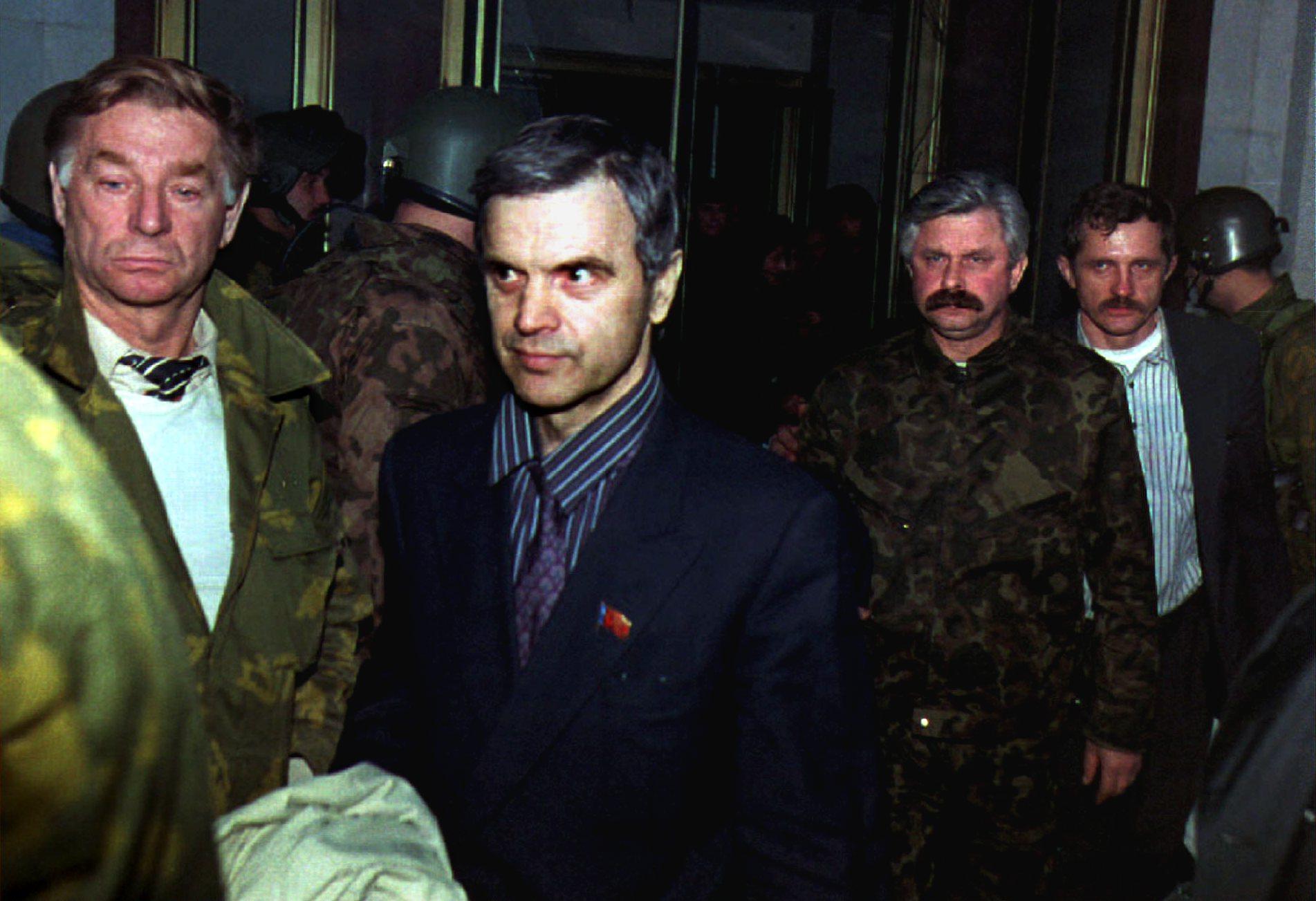 Бывший председатель парламента Руслан Хасбулатов  и бывший вице-президент Александр Руцкой