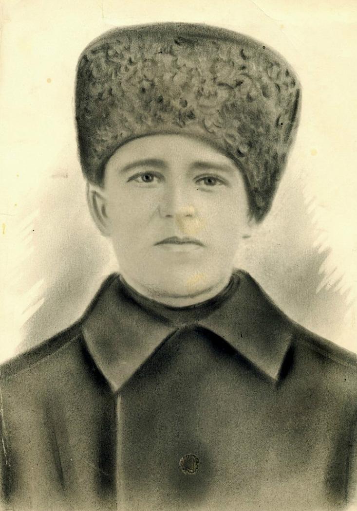Макаров Гавриил Иванович. Фото предположительно сделано в 1915 году, накануне отправки на военную службу. Семейный архив.