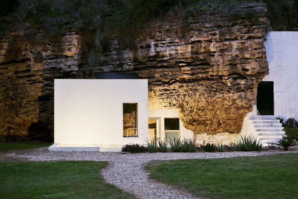 Дом, интегрированный в пещеру