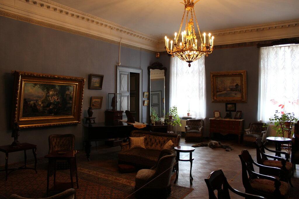 Гостиная в квартире Павлова в СПб
