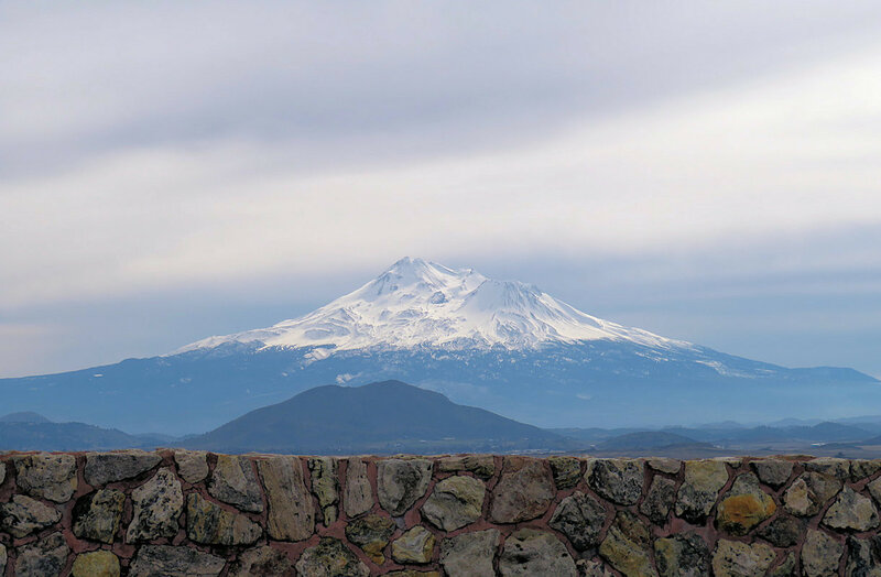 Стена и гора