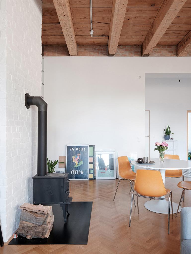 modern-apartment-wiht-hidden-room-7-1360x1813.jpg