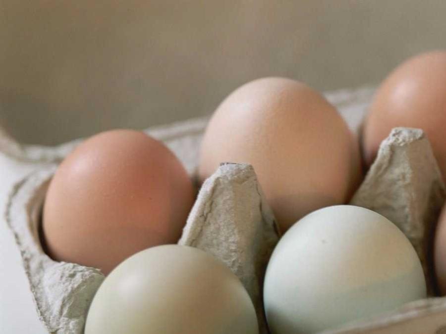 7. Сырые яйца Стоит отказаться не только от сырых яиц, но и от всех продуктов из них приготовленных.