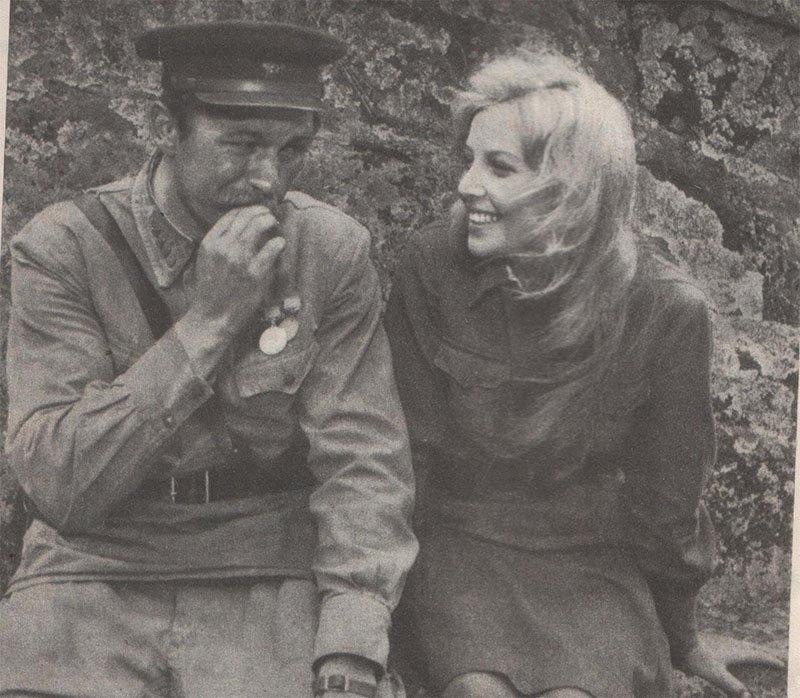 2. Александр Михайлов на съёмках фильма «Любовь и голуби», 1983 год