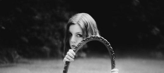 Когда мы смотрим на себя в зеркало, то видим не себя настоящего, а немного приукрашенную версию. Фот