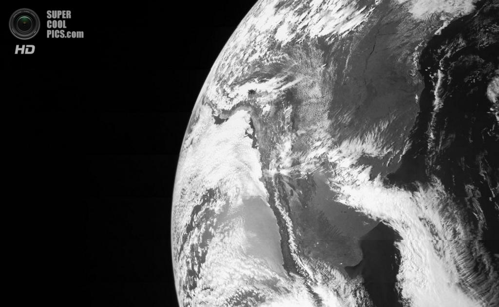 9 октября. Фотография Земли, сделанная космическим аппаратом «Юнона» во время пролёта на расстоя