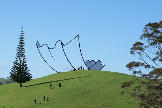 Скульптуру в Новой Зеландии спроектировали так, чтобы она выглядела как зарисовка из мультфильма.