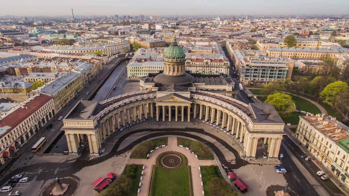 Посетите роскошный Казанский собор, построенный на рубеже 19-го века. Он был превращен в музе