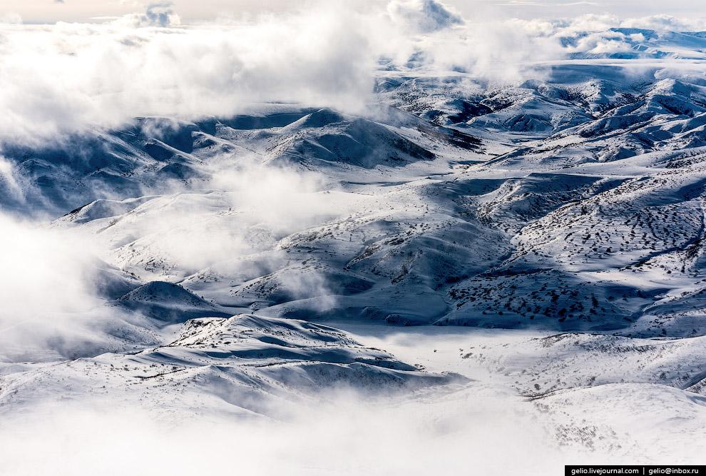 21. Полуостров Камчатка относится к сейсмически активным зонам России. Большинство камчатских землет
