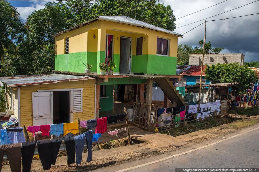 7. Баскетбольная площадка на месте чьего-то брошенного дома