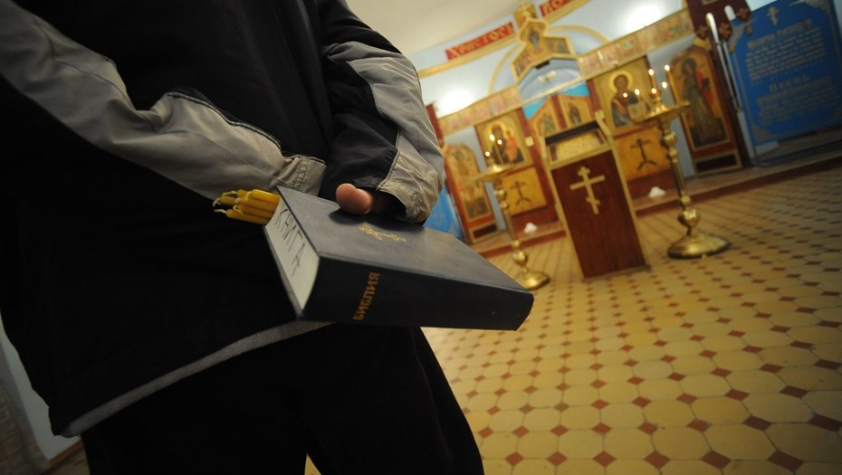 РПЦ осудила разрушение Библии вВладивостоке позакону Яровой