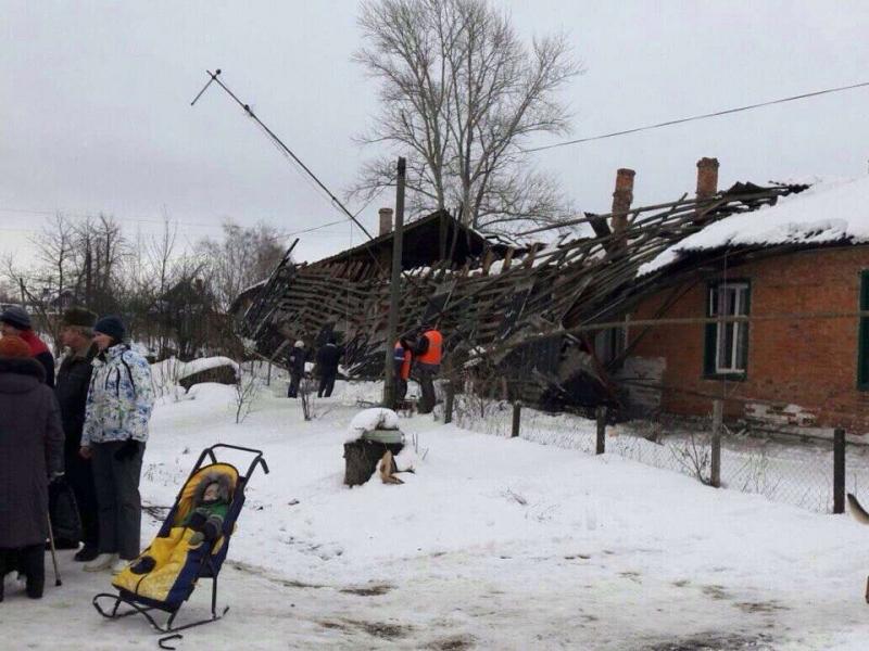 ВТульской области из-за снега обрушилась крыша дома, эвакированы 17 человек