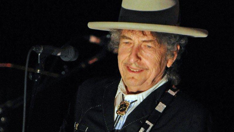 Боб Дилан получил Нобелевскую премию вСтокгольме
